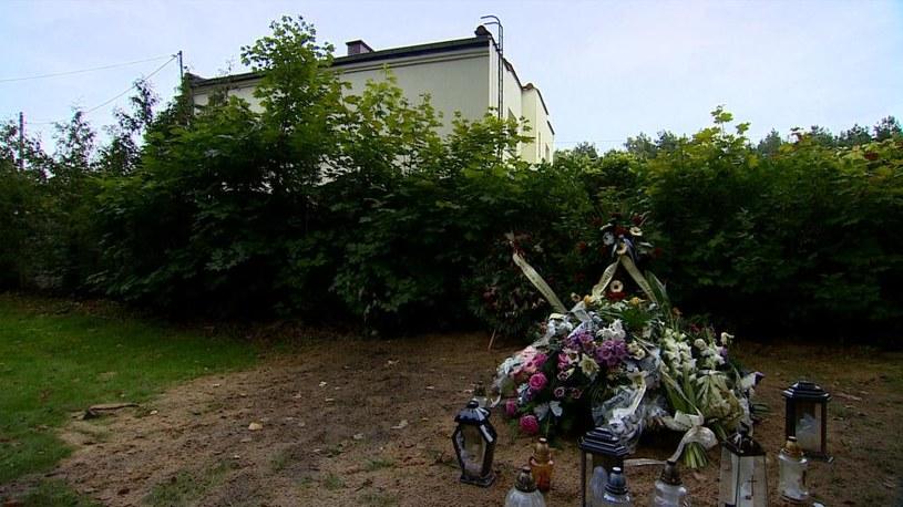 Kilka metrów od domu pana Lecha znajduje się mogiła /Interwencja  /Polsat