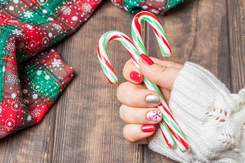 Kilka pomysłów na świąteczne paznokcie /123RF/PICSEL