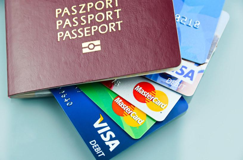 Kilka prostych trików sprawi, że podróżowanie będzie o wiele bezpieczniejsze /123RF/PICSEL