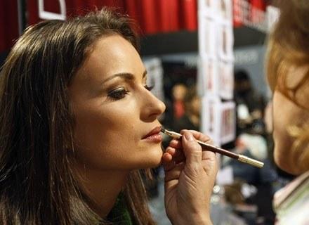 Kilka rad przydatnych do zrobienia makijażu /AFP