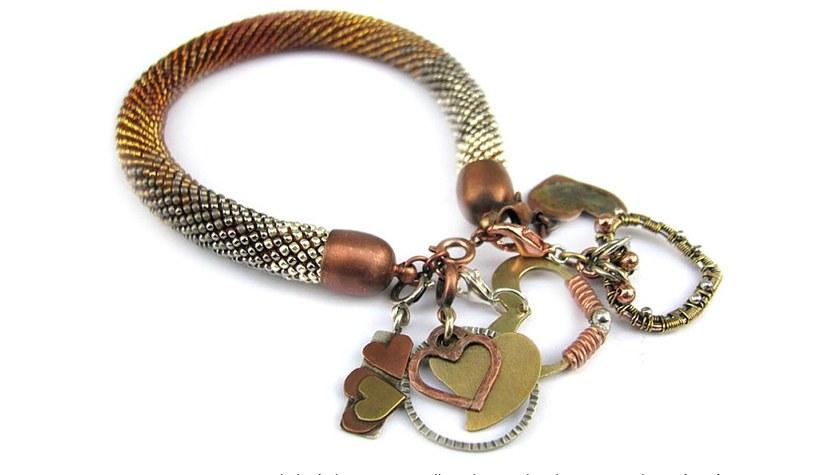 Kilka ręcznie wykonanych serc... / Zdjęcie pochodzi z aukcji Allegro /materiały promocyjne