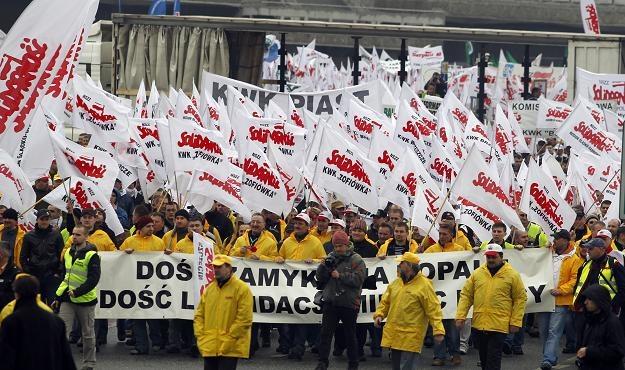 Kilka tysięcy górników maszeruje ulicami Katowic, fot. Andrzej Grygiel /PAP