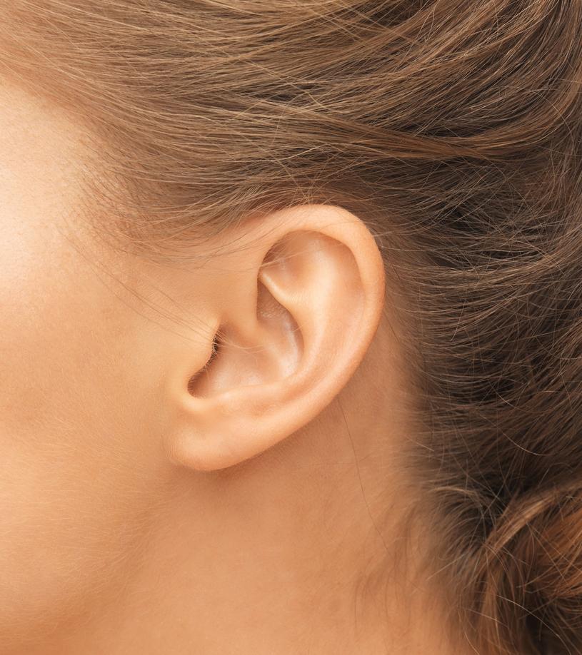 Kilkadziesiąt badań potwierdziło związek pojawienia się zmarszczki na uchu z arteriosklerozą /123RF/PICSEL