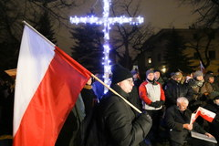 Kilkadziesiąt osób protestowało przed domem Kiszczaka