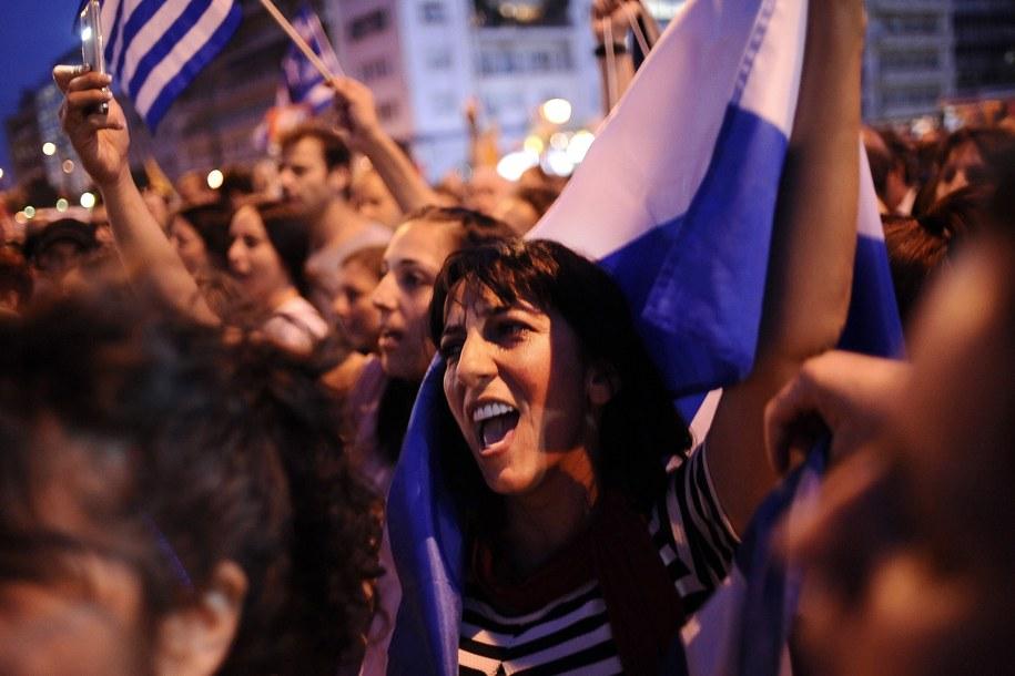 Kilkanaście tysięcy ludzi bierze udział w wiecu na centralnym placu Aten /FOTIS PLEGAS G. /PAP/EPA