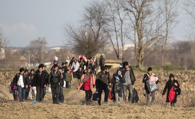 Kilkaset osób chciało opuścić tureckie terytorium przejściem w miejscowości Kastana w północno-wschodniej Grecji /ERDEM SAHIN /PAP/EPA