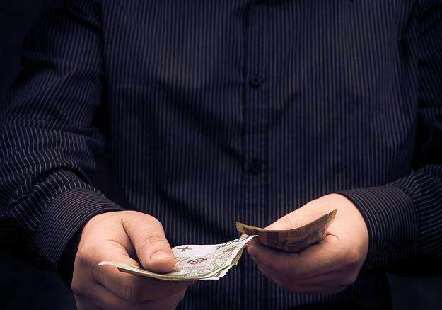 Kilkaset wpłatomatów w Polsce nie przyjmuje nowych banknotów /©123RF/PICSEL