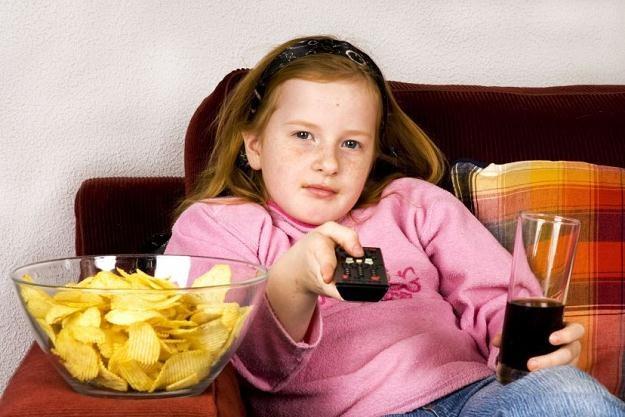 Kilku programom dla dzieci towarzyszyły reklamy niezdrowej żywności /©123RF/PICSEL