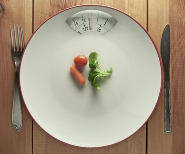 Kilkudniowe głodówki: Czy naprawdę wydłużają życie?