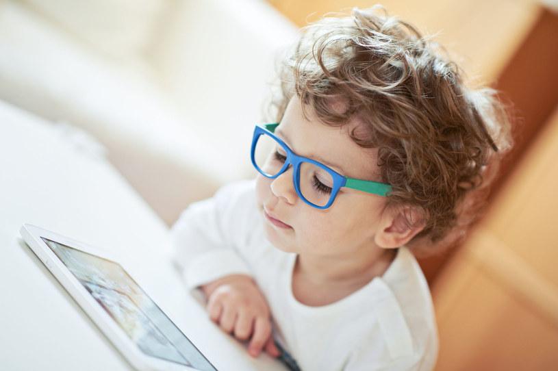 Kilkuletnie dziecko nie powie nam, że widzi niewyraźnie /123RF/PICSEL