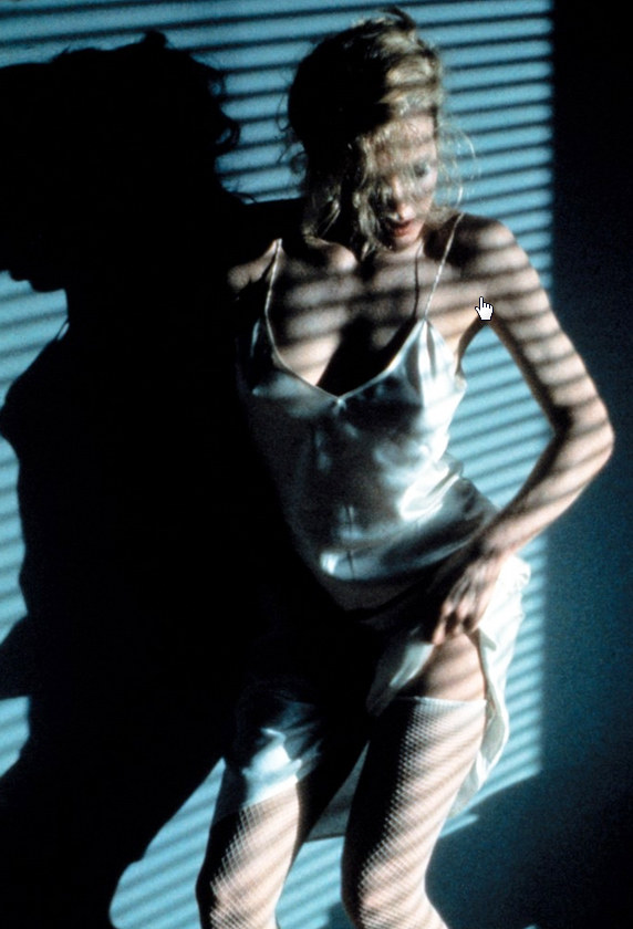 """Kim Basinger w filmie """"Dziewięć i pół tygodnia"""" (1986) /materiały prasowe"""