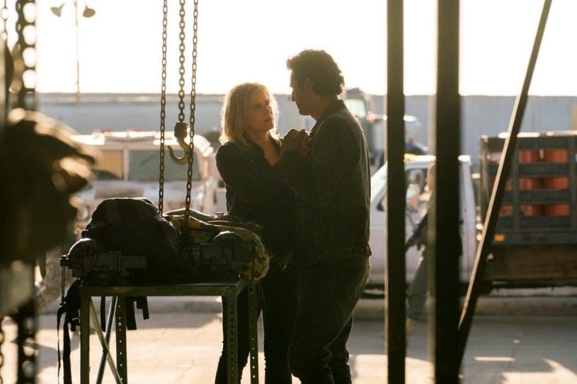Kim Dickens jako Madison Clark oraz Cliff Curtis jako Travis Manawa. /Michael Desmond/AMC /materiały prasowe