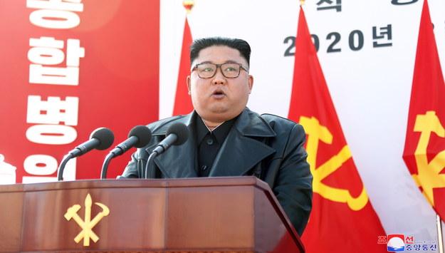 Kim Dzong Un na ceremonii otwarcia fabryki nawozów w Sunchon na północy kraju. /KCNA /PAP/EPA