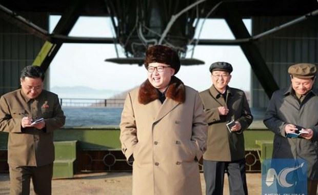 """Kim Dzong Un obserwował test nowej broni. """"Nie ukrywał radości"""""""