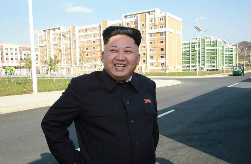 Kim Dzong Un od ponad miesiąca nie pokazywał się w mediach. Dopiero we wtorek pojawił się na zdjęciach /AFP