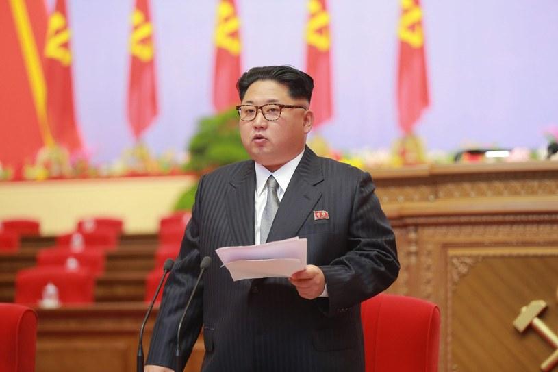 Kim Dzong Un przemawia podczas zjazdu Partii Pracy Korei /EPA/KCNA /PAP/EPA