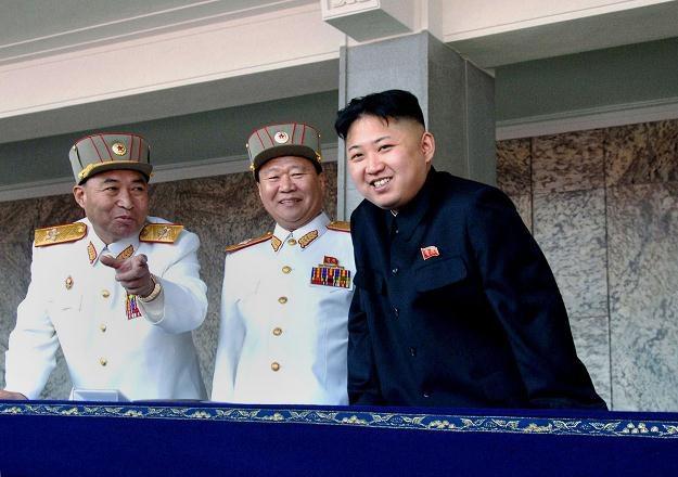 Kim Dzong Un z prawej, Ri Jong Ho z lewej /AFP
