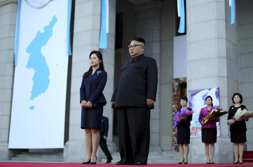 Kim Dzong Un z żoną (arch.) /Pyeongyang Press Corps/Pool /Getty Images