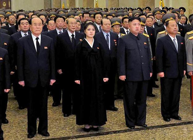 Kim Jong Un z żoną w mazoleum Kumsusan /AFP