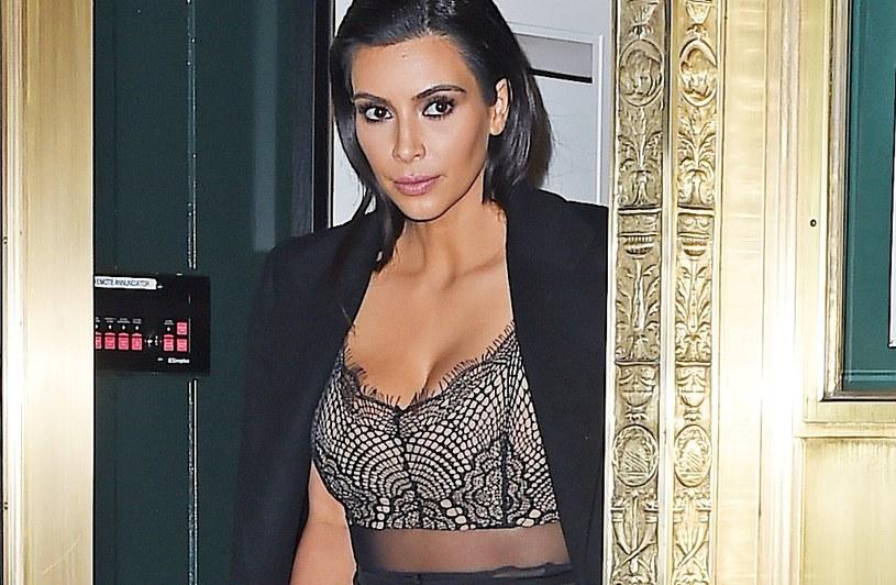 Kim Kardashian bardzo przeżyła rozstanie z mężem. Teraz stara się ułożyć swoje życie na nowo /NCP/Star max /Getty Images