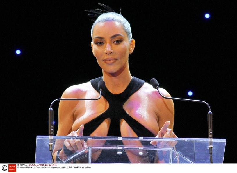 Kim Kardashian czeka obecnie na przyjście na świat swojego czwartego dziecka. Synka ma urodzić wynajęta surogatka /East News