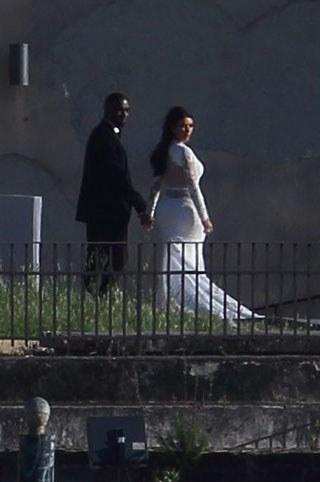 Kim Kardashian i Kanye West podczas ceremonii ślubnej /New Press Photo / Splash News /East News