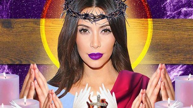 Kim Kardashian jako kapłanka popkultury autorstwa Hannah Kunkle. /