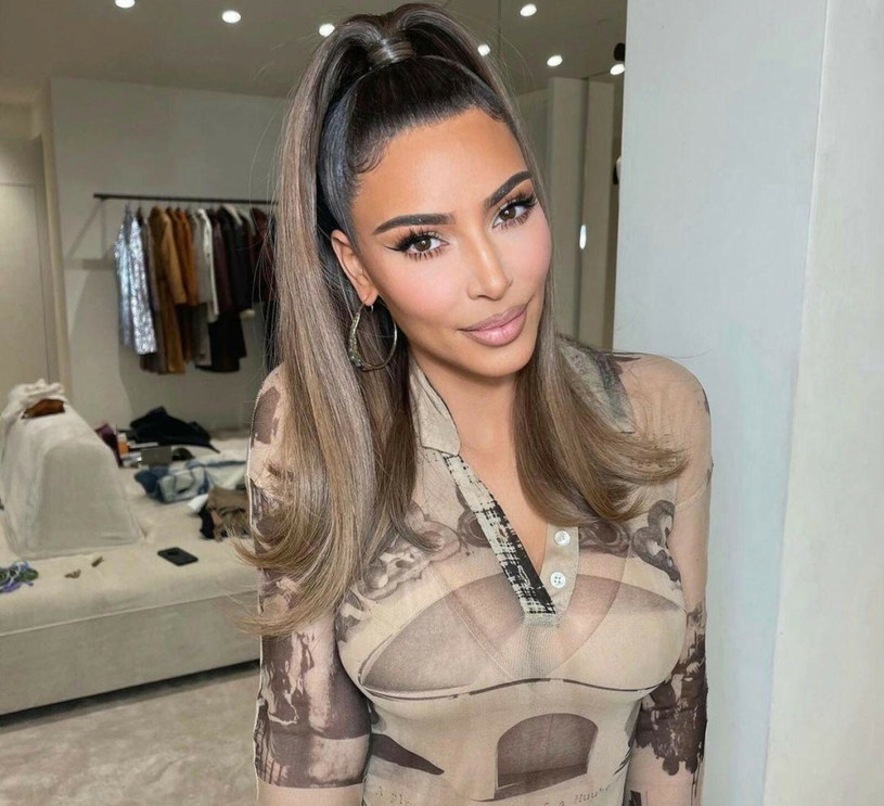 Kim Kardashian jest fanką glass hair /face to face/FaceToFace/REPORTER /Reporter
