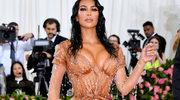 """Kim Kardashian owinęła swoją pupę folią? Te """"spodnie"""" zaraz eksplodują!"""