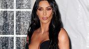 Kim Kardashian świeciła biustem na gali!
