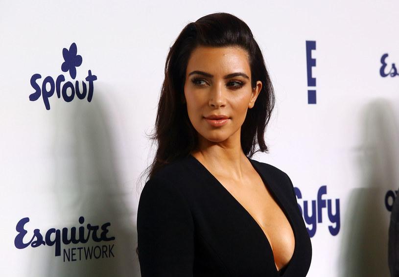 Kim Kardashian - wielu chciałoby, aby ich partnerki miały podobną urodę /Getty Images