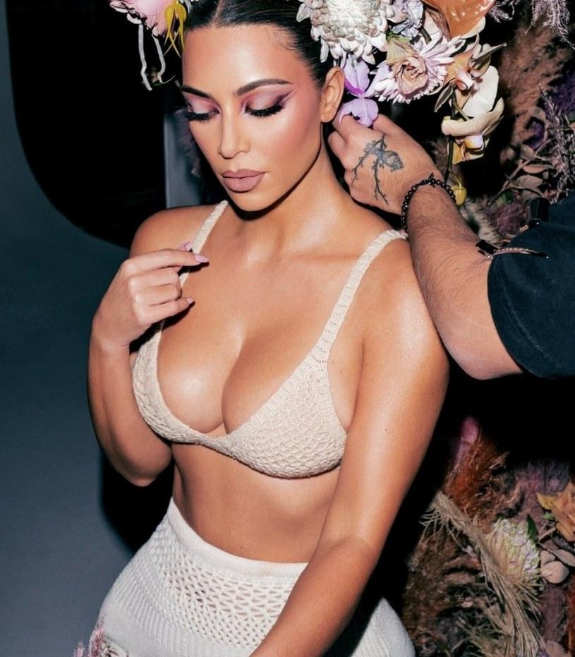 Kim Kardashian znana jest z tego, że lubi eksponować swoje ciało /Twitter/Sipa USA/East News /East News