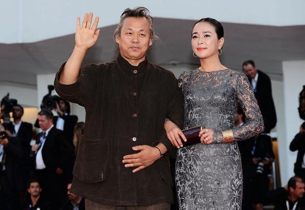Kim Ki-duk z aktorką Cho Min-soo przed ceremonią wręczenia nagrody. Wenecja, 8 września 2012 /Getty Images/Flash Press Media