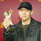 KIm KI-duk ze Srebrnym Niedźwiedziem dla najlepszego reżysera na festiwalu w Berlinie 2004 /INTERIA.PL