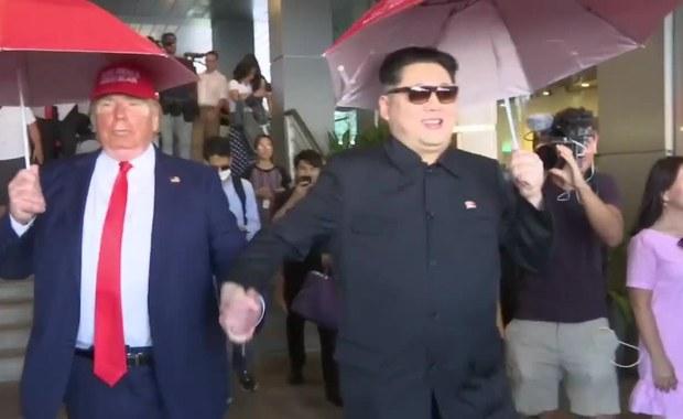"""""""Kim"""" utknął na lotnisku w Singapurze, potem spacerował z """"Trumpem"""""""