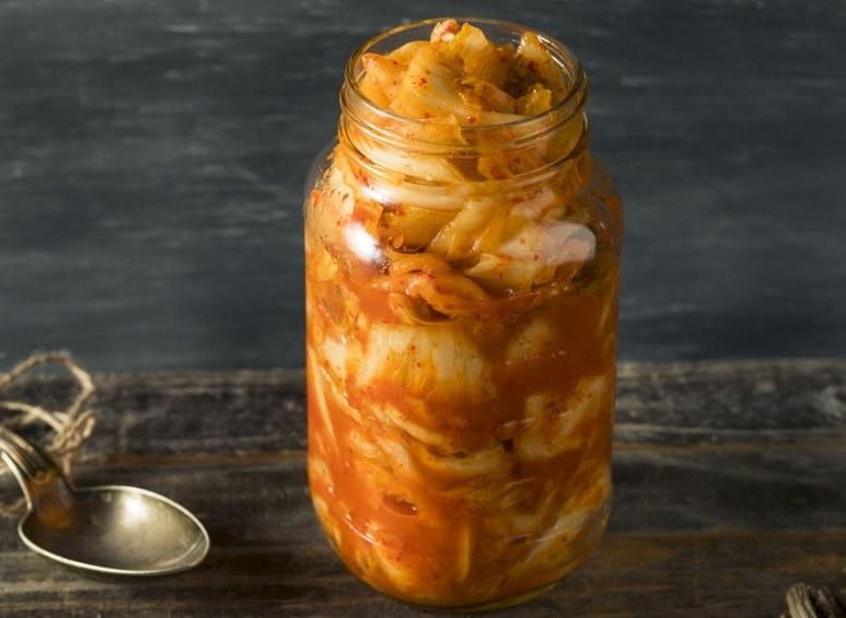 Kimchi w słoiku /©123RF/PICSEL