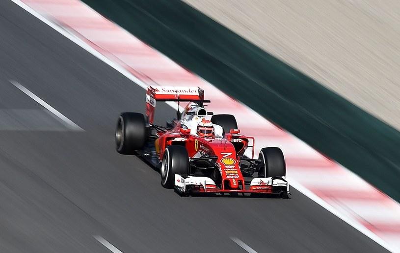 Kimi Raikkonen podczas testów w Barcelonie /AFP