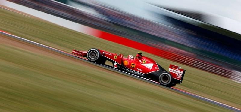 Kimi Raikkonen w bolidzie Ferrari /VALDRIN XHEMAJ    /PAP/EPA