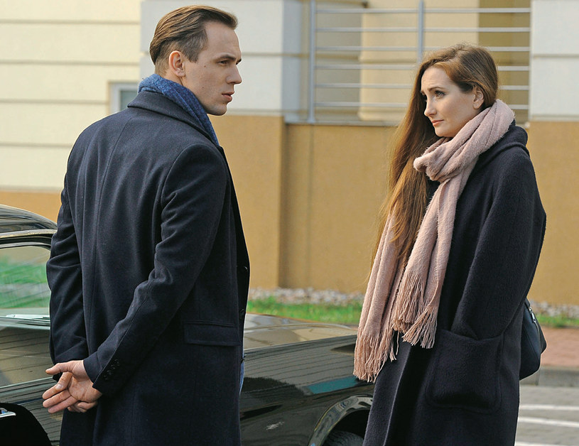 Kinga poprosi Marcina, by został adwokatem jej byłego chłopaka, który wciąż jest dla niej kimś ważnym /Świat Seriali