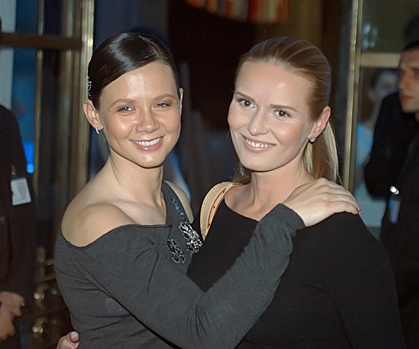 Kinga Rusin i Hanna Lis w 2004 roku. /TRICOLORS/EAST NEWS /East News