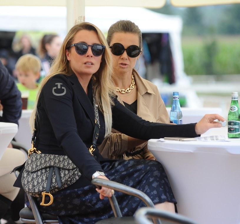 Kinga Rusin i Karolina Ferenstein na Hubertusie /VIPHOTO /East News