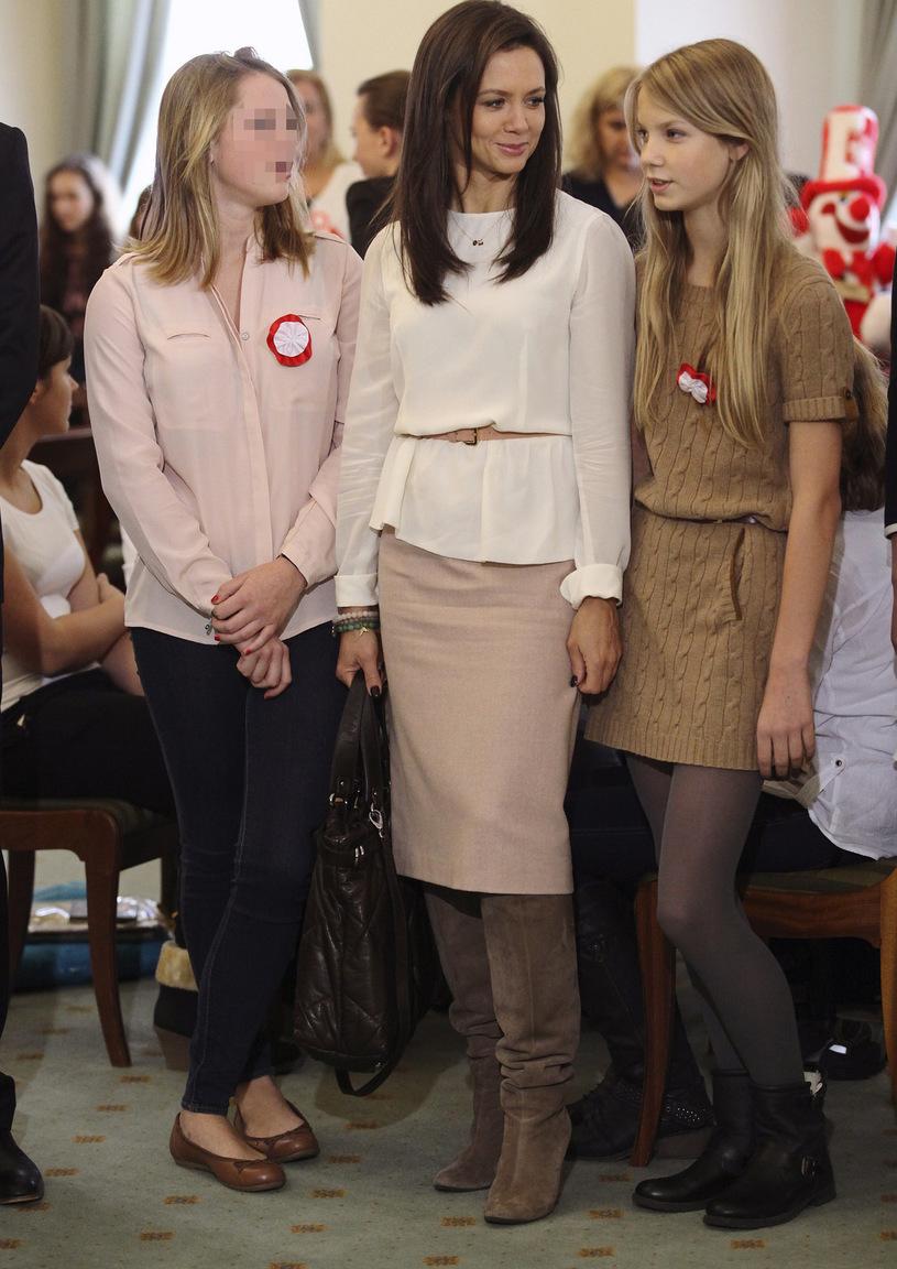 Kinga Rusin z córkami: starszą Polą po lewej oraz po prawej z młodszą Igą, która stawia pierwsze kroki w świecie modelingu. /Diana Domin /East News