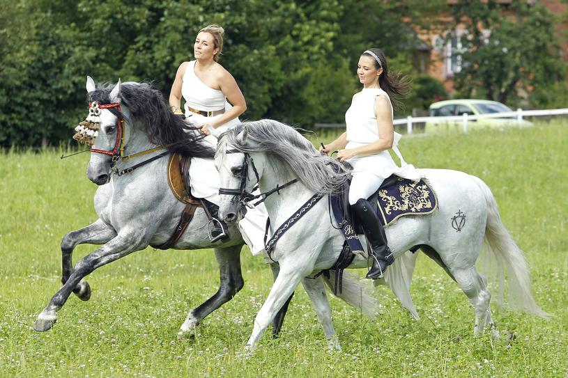 Kingę Rusin i Karolinę Ferenstein-Kraśko połączyła miłość do jeździectwa /Baranowski Michał  /AKPA