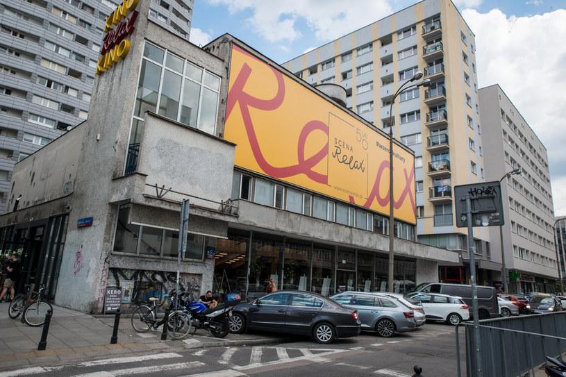 Kino Relax po 14 latach wraca na kulturalną mapę Warszawy w zupełnie nowej odsłonie. Od sierpnia w miejscu dawnego kina rozpoczyna działalność Scena Relax, na której zagoszczą spektakle teatralne, koncerty, występy satyryczne i stand-upy /materiały prasowe