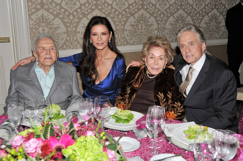 Kirk Douglas, Catherine Zeta-Jones, Ann Douglas, Michael Douglas /East News