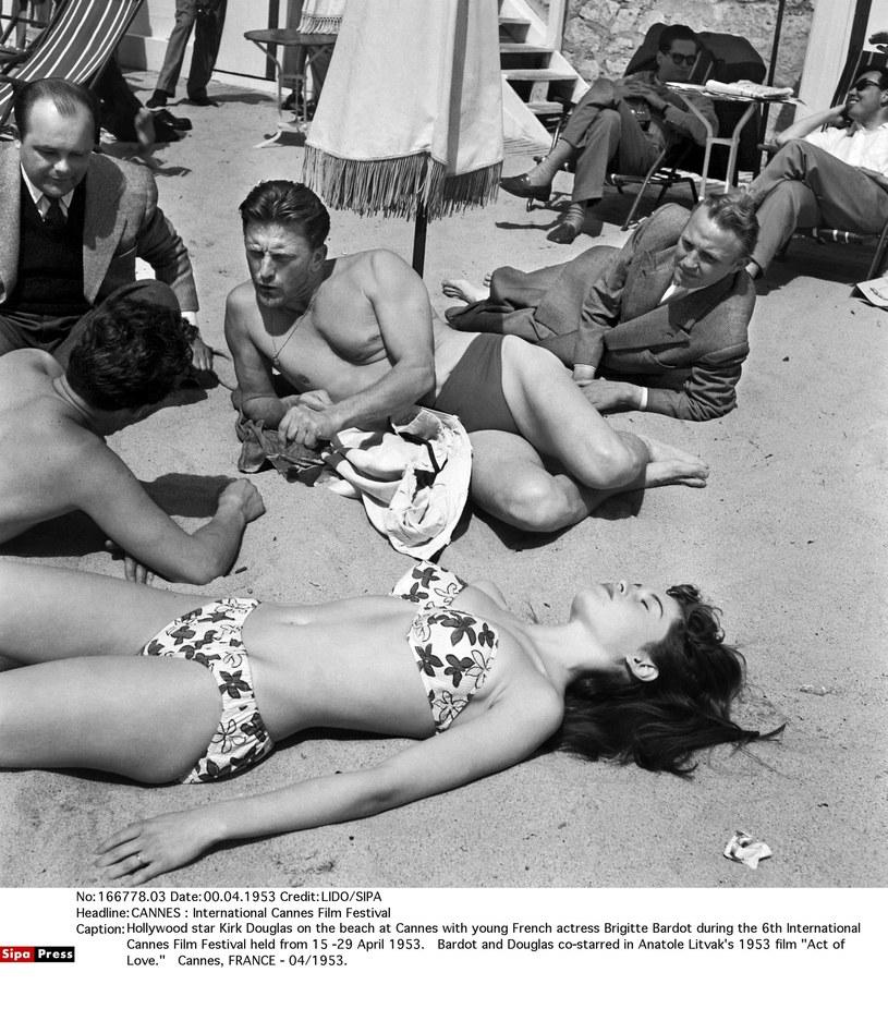 Kirk Douglas na festiwalu w Cannes w 1953 roku /SIPA /East News