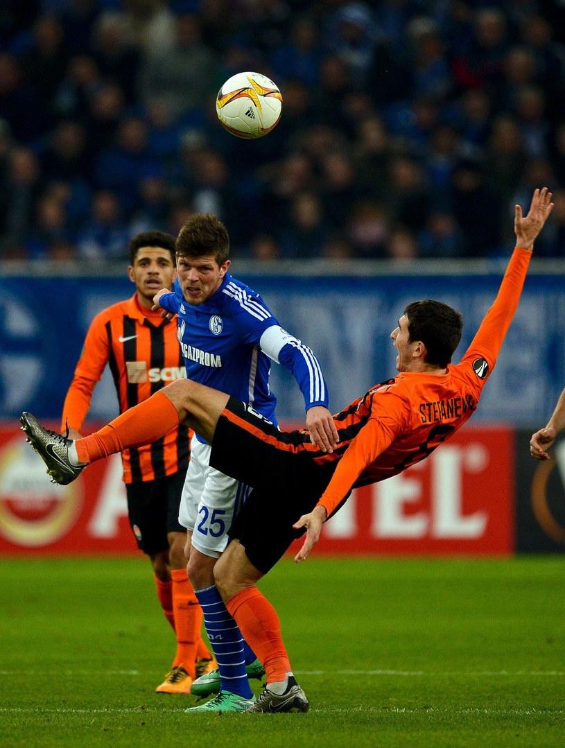 Klaas-Jan Huntelaar (niebieska koszulka) /AFP