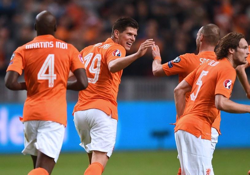 Klaas-Jan Huntelaar (w środku) ożywił grę Holendrów /AFP