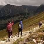 Klapki, spódniczki i alkohol - największe głupoty na górskich szlakach