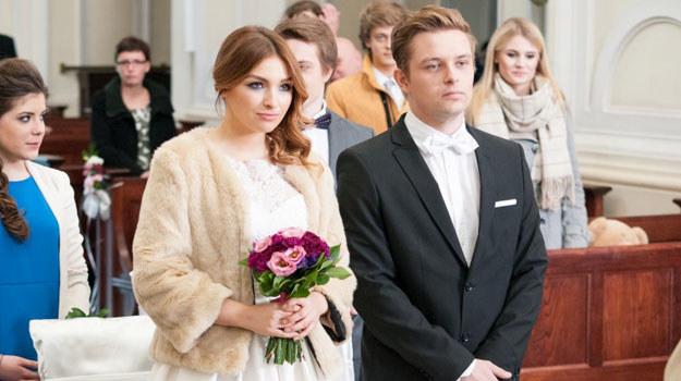 Klara i Hubert cieszą się, że na ich święcie stawili się wszyscy zaproszeni goście. /Agencja W. Impact